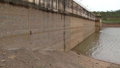 Nível do reservatório do Descoberto ainda é crítico mesmo após chuva forte - Mesmo com a chuva, o nível do principal reservatório do DF não para de cair. E o segundo dia de racionamento não está descartado.