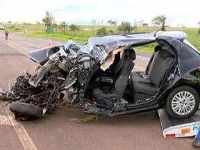 Colisão entre carro e carreta provoca morte de motorista em Rancharia - Acidente aconteceu na Rodovia Brigadeiro Eduardo Gomes (SP-457).