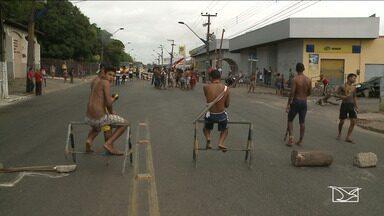 Índios ocupam pista de avenida em São Luís - Representantes dos povos Gamella, Krenyê e Tremembé estão há quase um mês em manifestação de protesto contra o descumprimento de direitos dos indígenas nas aldeias.