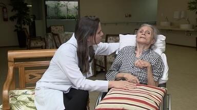 Pergunte ao Doutor tira dúvidas sobre Alzheimer - A doença de Alzheimer é a progressiva perda das funções cerebrais, como memória e linguagem. O doutor Luiz Antônio tira as dúvidas.