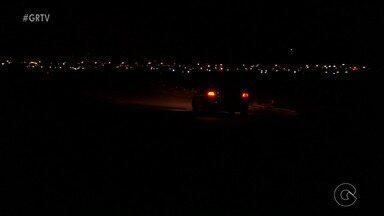 Moradores do Residencial Park São Gonçalo sofrem com falta de iluminação - O problema persiste desde que a inauguração do residencial, há mais de 1 ano.