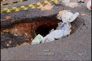 Buracos nas ruas de Divinópolis surgem por causa da chuva - Motoristas reclamam da situação e cresce manutenção nas oficinas para arrumar veículos estragados. Reportagem do MGTV entrou com contato com a Prefeitura, mas as ligações não foram atendidas.