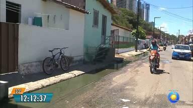 Esgoto a céu aberto em João Pessoa - Moradores do Bairro São José lutam estão incomodados com o mau cheiro.
