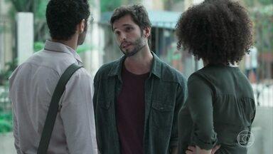 Ernesto alerta Dóris sobre Dogão - Dóris e Bóris não gostam da maneira como o professor se refere ao aluno e pedem que ele não comece uma perseguição a Douglas