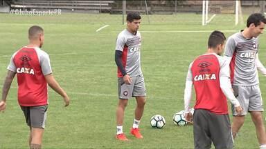 """Atlético treina para """"fazer o próprio papel"""" - Esperando para saber se o Brasileirão passará a ter G8 ou G9, Furacão quer duas vitórias sobre Avaí e Palmeiras, para depois ver o que vai acontecer"""