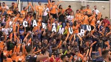 Em jogo disputadíssimo pela Superliga de Vôlei, torcida do Caramuru dá show - A partida contra o Corinthians terminou em 3 sets a 2 para o time de fora, mas com casa lotada, Caramuru mostra força em quadra.