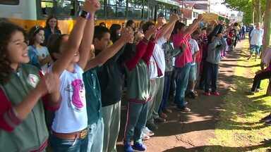 Crianças começam a ensaiar para Coral dos Anjos em Guarapuava - O tradicional Coral dos Anjos será parte das celebrações do aniversário de 198 anos de Guarapuava