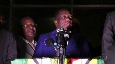 Vice-presidente do Zimbábue vai assumir presidência após renúncia de Mugabe - Ele tinha fugido para a África do Sul depois de ter sido demitido pelo ex-ditador. Munangágua, de setenta e cinco anos, tomará posse como presidente depois de amanhã.