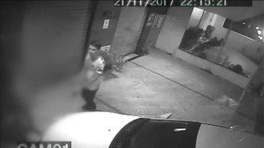 Mulher compra carro zero e ele é roubado no mesmo dia - Caso aconteceu na noite desta terça-feira.
