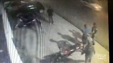 Tentativa de furto é flagrada em Santa Inês - Ação do ladrão foi toda gravada por câmeras de segurança da empresa onde o dono da moto trabalhar.