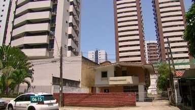 Procurado pela PF na Operação Torrentes se entrega à Justiça - Operação investiga desvios de verbas que seguiriam para cidades atingidas por enchetes na Mata Sul de PE