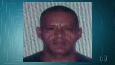 Policial Militar reformado é assassinado dentro de casa, em Nova Iguaçu - O subtenente reformado José Carlos Correia de Melo levou vários tiros dentro de casa, em Nova Iguaçu. Segundo testemunhas, cinco bandidos chegaram armados, invadiram a casa do policial militar e atiraram na vítima.