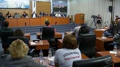 Fechamento do zoo de Sorocaba não entra em discussão em audiência pública - O zoológico de Sorocaba não corre o risco de fechar. Isso foi garantido numa audiência pública na Câmara Municipal na noite desta segunda-feira (27). O encontro debateu propostas para melhorar a administração do zoo.