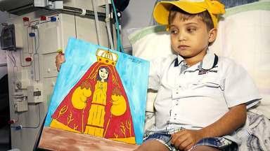 Pequeno artista com doença rara luta para conseguir um transplante de rim - Daniel vai expor suas telas em Salvador; veja como participar.