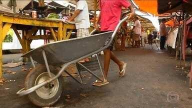 No Brasil, 44,5 milhões ganham menos de um salário mínimo - Pesquisa do IBGE mostra o retrato da desigualdade no país: os 10% mais ricos ficam com 43% de todos os ganhos.