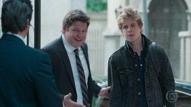 O pai de MB chega ao Colégio Grupo - Ele avisa ao filho que vai dobrar a orientadora com facilidade