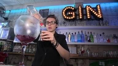 Saiba como alavancar o seu negócio com a nova onda do gim - O gim está de volta aos restaurantes, bares e festas. Saiba como entrar nessa onda e ganhar dinheiro com a bebida.