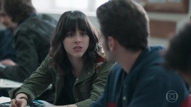 Lica pergunta a Jota sobre Tina - Ele diz que ela parecia bem e Tina suspeita que ela vai ficar de vez no Japão