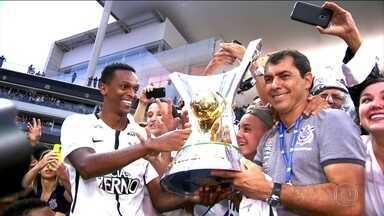 Jô pode coroar temporada com título, artilharia e prêmio de craque do Brasileirão - Jô pode coroar temporada com título, artilharia e prêmio de craque do Brasileirão