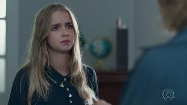 Clara acusa a mãe de não gostar dela - Malu se choca com as palavras da filha