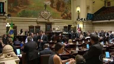 Fim de ano será de muito trabalho na Câmara de Vereadores do Rio - Parlamentares da base do governo cogitam até adiar o recesso para aprovar projetos de interesse da Prefeitura.