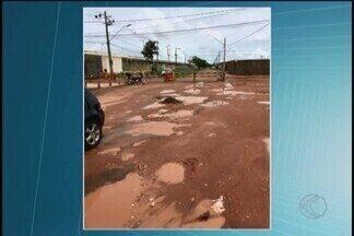Incidência de chuvas aumenta o número de buracos nas vias de Uberlândia - MGTV flagrou a situação em algumas ruas e avenidas da cidade. Prefeitura e secretário de Obras esclareceram sobre reparos.