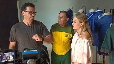 Angélica vai mostrar no 'Estrelas do Brasil' um pouquinho de Belo Horizonte - Ela visitou o estádio Mineirão e conheceu o museu do futebol.
