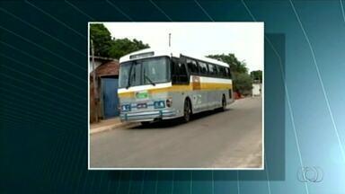 Motorista da prefeitura de Peixes é preso roubando combustível de ônibus universitários - Motorista da prefeitura de Peixes é preso roubando combustível de ônibus universitários
