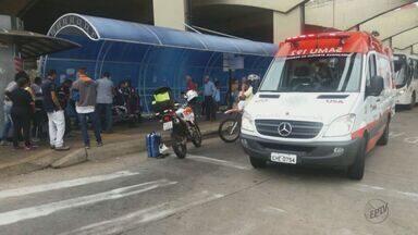 Motorista de ônibus tem princípio de infarto no terminal rodoviário de São Carlos - Ele foi socorrido pelo Samu e em seguida levado para a Santa Casa.