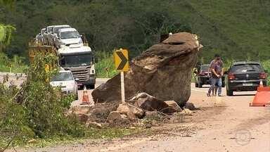 Trechos de estradas e rodovias estão bloqueados por danos causados pela chuva em MG - EM oito pontos a interdição é total