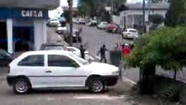 Preso suspeito de participar de assaltos a bancos em Arvorezinha - Polícia procura por outros participantes da ação.