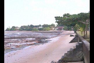 Força da maré derruba parte de muro ainda em construção em Mosqueiro - Obra da prefeitura deve custar R$ 20 milhões e pretende evitar erosão.