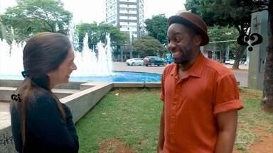 """Lázaro testemunha pedido de casamento no quadro """"Tamo Junto"""" - Apresentador escuta as mais diversas perguntas nas ruas"""