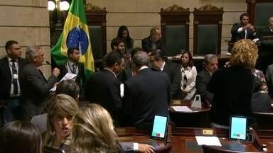 Tribunal de Justiça do Rio suspende aumento do IPTU para 2018 - O Órgão Especial do Tribunal de Justiça do Rio de Janeiro determinou, em decisão liminar, por 13 votos a 7 os efeitos da lei municipal que estabelecia o aumento do IPTU para o ano que vem.Cabe recurso.