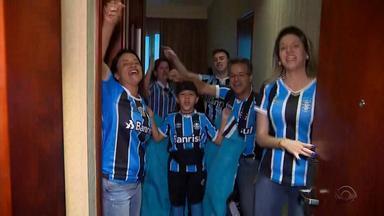 Gremistas 'invadem' três cidades para acompanhar o tricolor no Mundial - Assista ao vídeo.