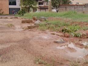 Calendário: Moradores do Bairro Edgar Pereira cobram construção de praça - Projeto não saiu do papel.