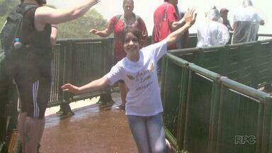 Crianças em tratamento contra o câncer visitam as Cataratas do Iguaçu - Muitos deles ainda não conheciam o local.