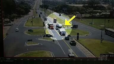 Homem é jogado de dentro de um caminhão em um acidente - Caso ocorreu na BR 277 em Cascavel.