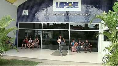 Funcionários da UPAE iniciam greve em Garanhuns - Salários estão atrasados há três meses.
