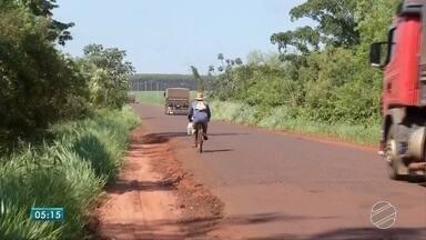 Situação da MS-286, no sul do estado, é crítica - A rodovia dá acesso a Aral Moreira. Moradores e caminhoneiros que passam por lá reclamam.