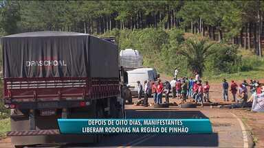 Após oito dias de bloqueio, manifestantes liberam a PR-170 e a PR-459 - O protesto era contra reintegrações de posse em Pinhão.