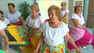 Grupo da terceira idade dança carimbó e comemora o aniversário de Paranavaí - No aniversário de Paranavaí, grupo de dança da terceira idade do Sesc faz apresentação no Paraná TV