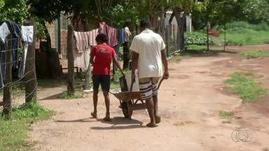 Moradores de um distrito de Peixe sofre com a falta de água há dois meses - Moradores de um distrito de Peixe sofre com a falta de água há dois meses