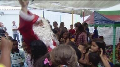 Papai Noel faz a festa da criançada em Praia Grande - O evento foi organizado pelo Conselho dos Corretores de Imóveis e animou meninos e meninas.
