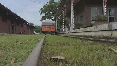 Litorina da Estrada de Ferro Madeira Mamoré deve ganhar um percurso maior - Parte dos trilhos estão sendo recuperados pelo exército.