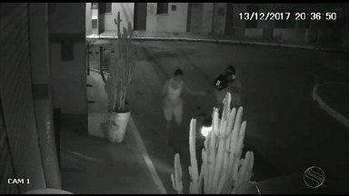 Câmeras de segurança flagram assalto em Malhador - Ação criminosa ocorreu na noite de terça-feira (13).