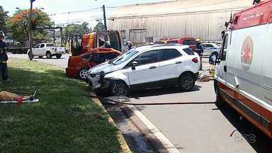 Três pessoas ficam feridas em acidente na rotatória da PR-317 - Nenhuma em estado grave