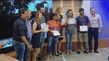 NSC TV vence em cinco categorias do Prêmio NSC de Jornalismo; Roberto Alves é homenageado - NSC TV vence em cinco categorias do Prêmio NSC de Jornalismo; Roberto Alves é homenageado