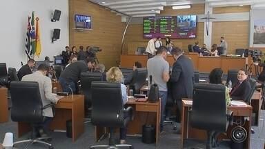 Câmara aprova projeto de lei que proíbe multas por videomonitoramento em Sorocaba - O projeto de lei que proíbe multas por câmeras de videomonitoramento em Sorocaba foi aprovado pela maioria dos vereadores durante a sessão desta quinta-feira (14).