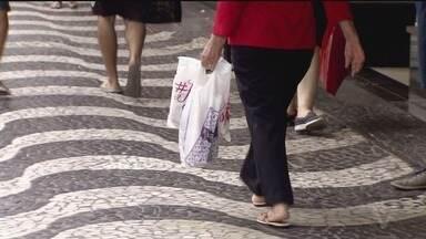 Compras de Natal aquecem o comércio de Santos - Movimento já é grande nas lojas da cidade.